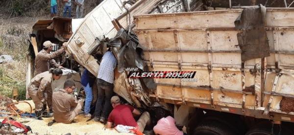Motorista de carreta envolvida em grave acidente na BR-364, próximo ao trevo que da acesso a Rolim de Moura, não resiste e morre preso às ferragens