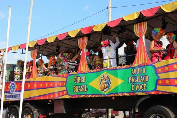 Caminhão 'Circo Brasil' é eleito o mais estranho do Corso; veja ganhadores